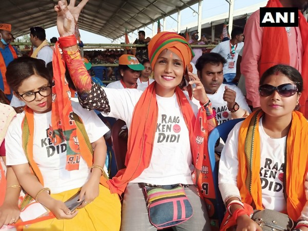 BJP supporters wearing 'Raag Keno Didi' T-shirts in Uluberia