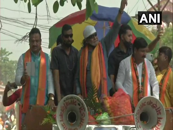 Mithun Chakrabarty campaigns for BJP in Hooghly on Friday. [Photo/ANI]
