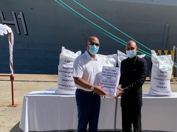 Ambassador Abhay Kumar handed over 1000 tonnes of rice and 100,000 HCQ tablets on behalf of the Govt of India to Madagascar PM (Photo/Twitter)