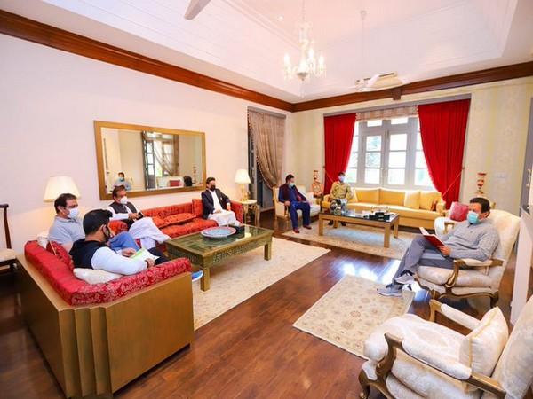 Imran Khan holds in person meet (Photo/Shibli Faraz, Pak Minister)
