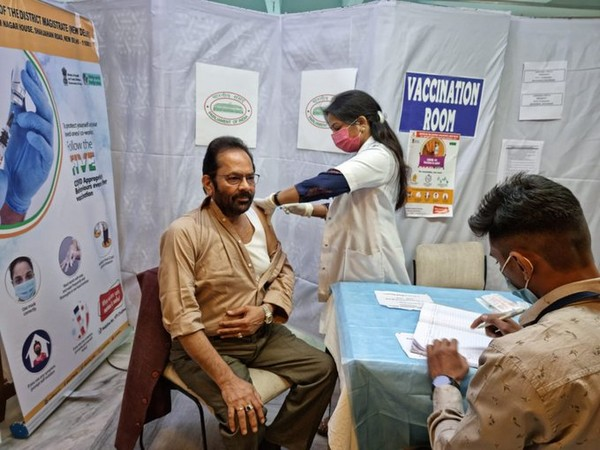 Union Minister Mukhtar Abbas Naqvi receiving second dose of COVID-19 vaccine (Photo/10cric offers)