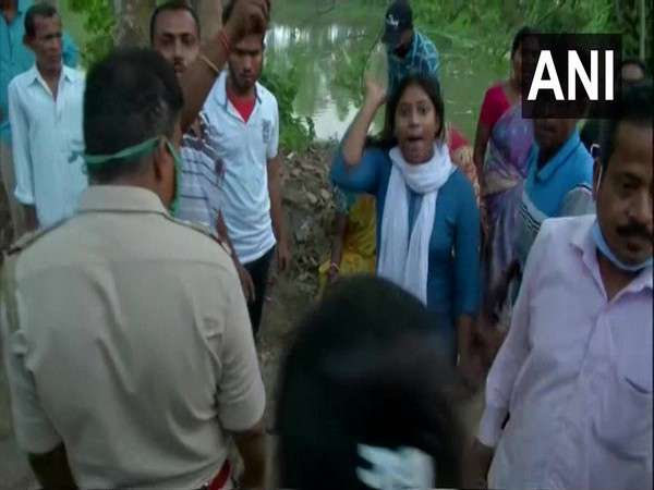 Visuals of the brawl in West Bengal's Arambagh constituency