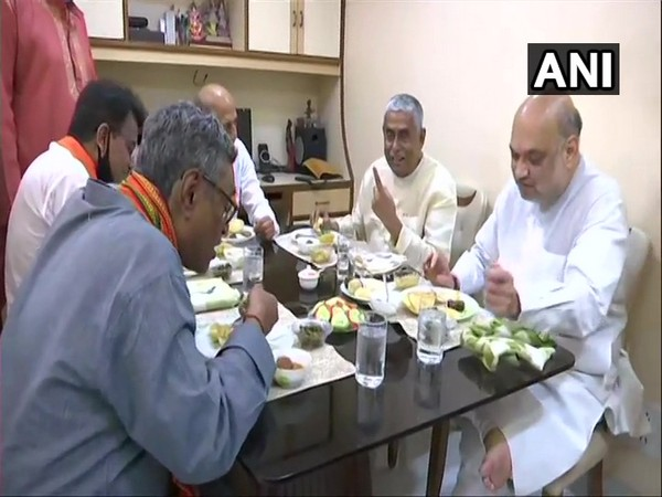 Union minister Amit Shah breaking bread with a founding member of the party in West Bengal Samarendra Prasad Biswas. (Photo/ANI)