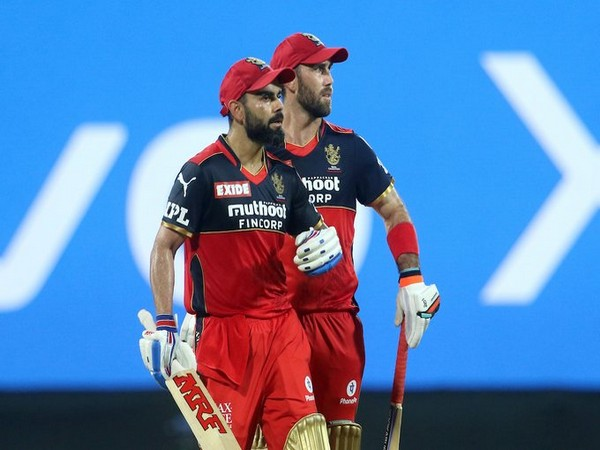 Virat Kohli and Glenn Maxwell in action (Photo/ IPL Twitter)