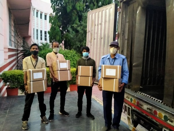 A remdesivir injections being arrived in Indore on Sunday. (Photo/ANI)