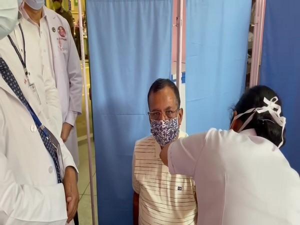Union Minster Som Prakash administering dose of Covid vaccine. (Photo/ANI)