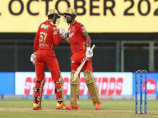 Deepak Hooda and KL Rahul in action against RR (Photo/ IPL Twitter)