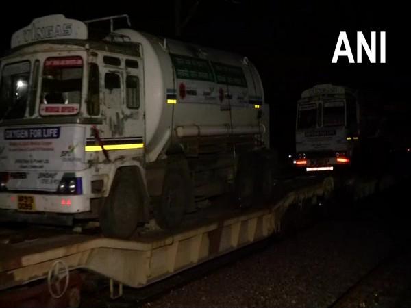 Oxygen express reaches Delhi from Chhattisgarh on Tuesday morning