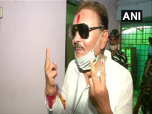 TMC candidate Madan Mitra cast his vote (Photo/ANI)