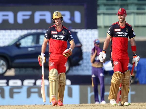 RCB's Glenn Maxwell and ABD in action against KKR (Photo/ IPL Twitter)