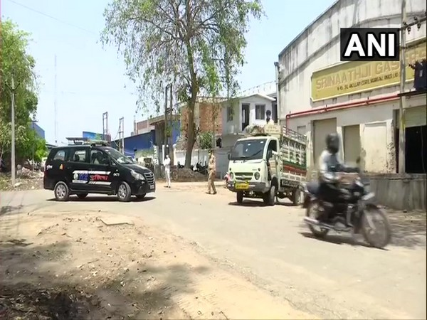 Police personnel accompany the oxygen transporting vehicle in Lucknow. (Photo/ANI)-