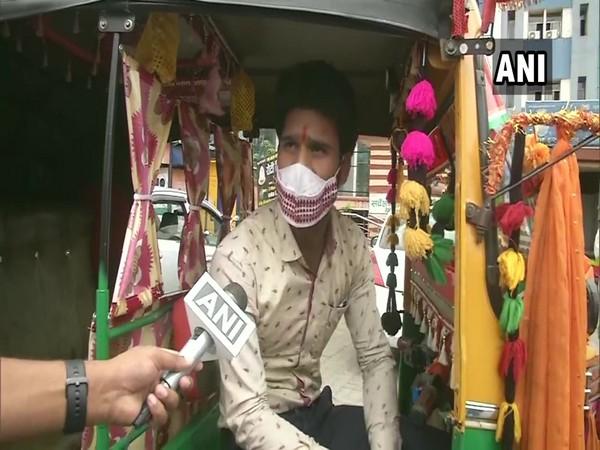 Auto driver Ravi Agarawal (Photo/ANI)
