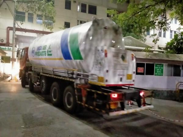 An oxygen tanker at the Ganga Ram Hospital. (Photo/ANI)
