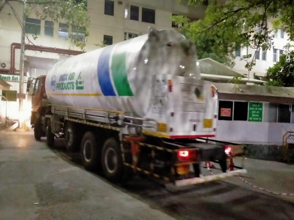 An oxygen tanker at Delhi's Sir Ganga Ram Hospital. [Photo/ANI]