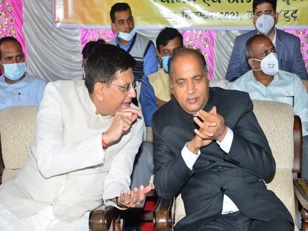 Union Minister Piyush Goyal with Himachal Pradesh Chief Minister Jai Ram Thakur (Photo/Twitter)