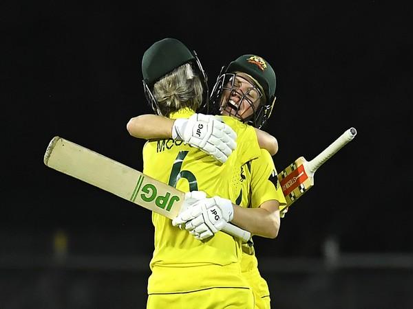Nicola Carey and Beth Mooney (Photo/ ICC Twitter)