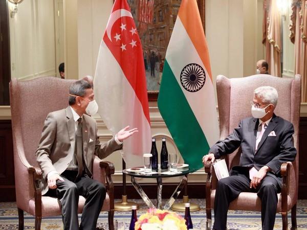External Affairs Minister S Jaishankar (R) and Singapore's Foreign Minister Vivian Balakrishnan (L).  Photo Courtesy: Twitter/DrSJaishankar