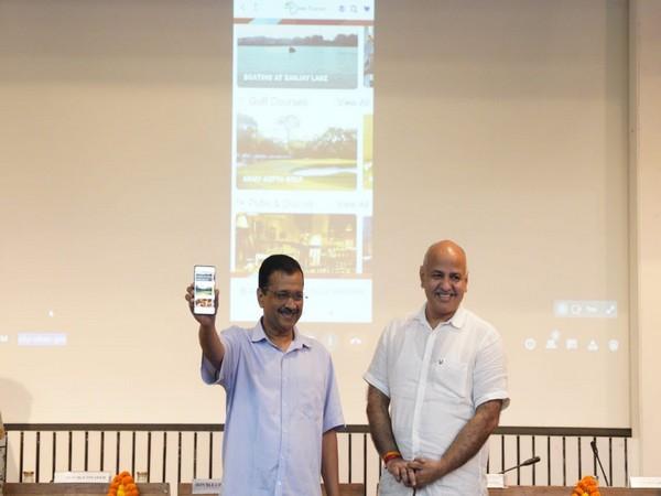 Delhi Chief Minister Arvind Kejriwal launched Delhi Tourism mobile app Dekho Mere Dilli (Pic credit: Manish Sisodia Twitter)