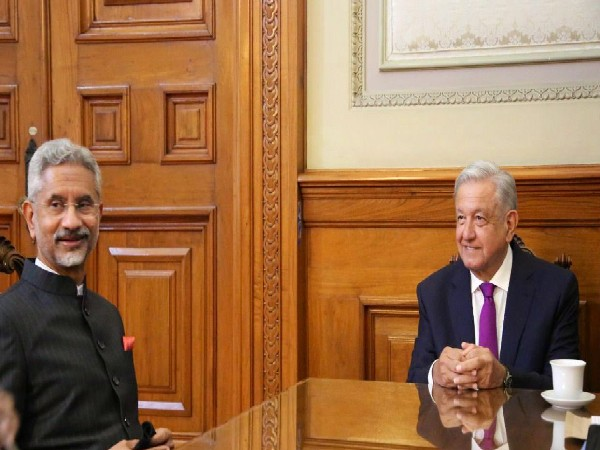 External Affairs Minister S Jaishankar (L) and Mexican President Andres Manuel Lopez Obrador (R) (Picture Courtesy: Twitter/DrSJaishankar)