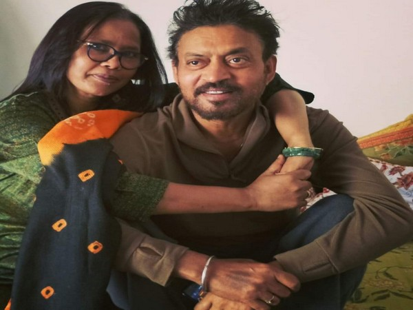 Late Irrfan Khan with his wife Sutapa Sikdar (Image source: Facebook)