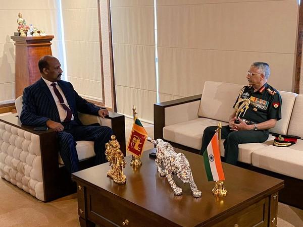 Indian Army Chief General MM Naravane (R) and Sri Lankan Defence Secretary General Kamal Gunaratne (Retd) (L) (Photo Courtesy: Twitter/IndiainSL)
