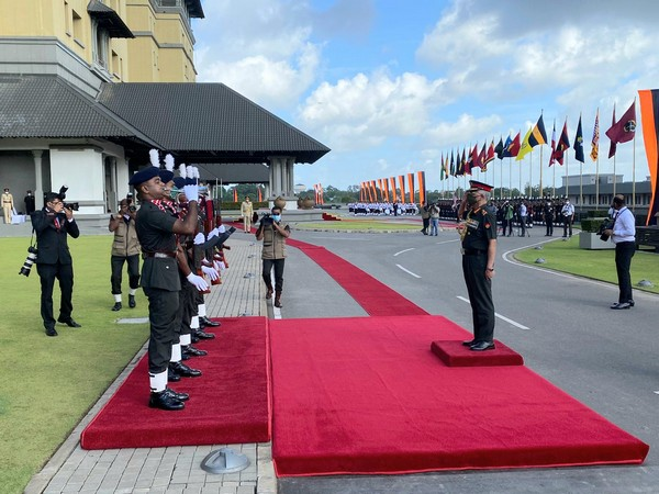 Indian Army Chief General MM Naravane at Sri Lankan Army Headquarters in Colombo. (Photo Courtesy: Twitter/ adgpi)
