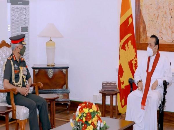 Chief of Army Staff General MM Naravane (L) and Sri Lankan Prime Minister Mahinda Rajapaksa (R). (Photo Courtesy: Twitter/adgpi)