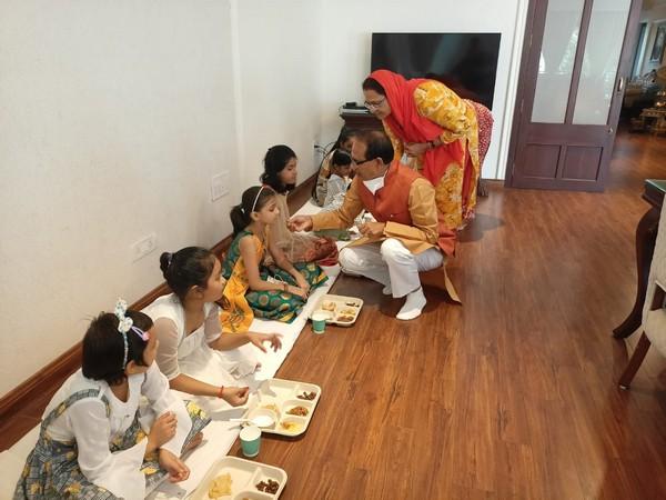 Madhya Pradesh CM Shivraj Singh Chouhan performing 'Kanya Pujan' (Photo/ANI)