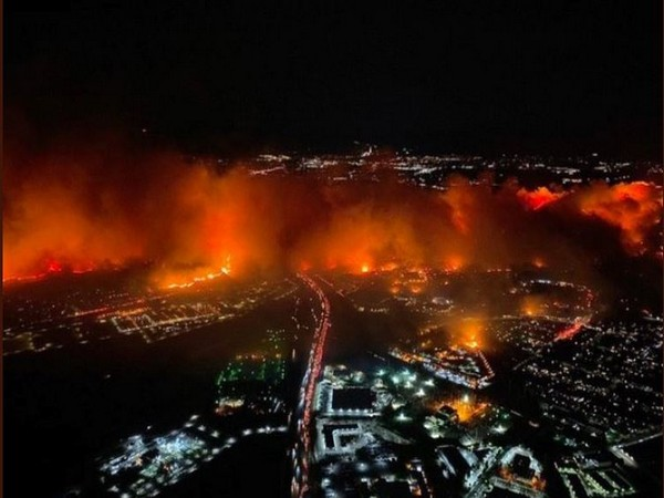 Massive fire is spreading through Los Angeles County's San Fernando Valley (Source: Twitter account of Chris Cristi)