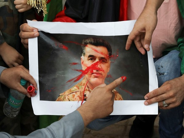Afghan nationals hold a protest against Pakistan's former ISI chief Faiz Hameed. (Photo Credit - Reuters)