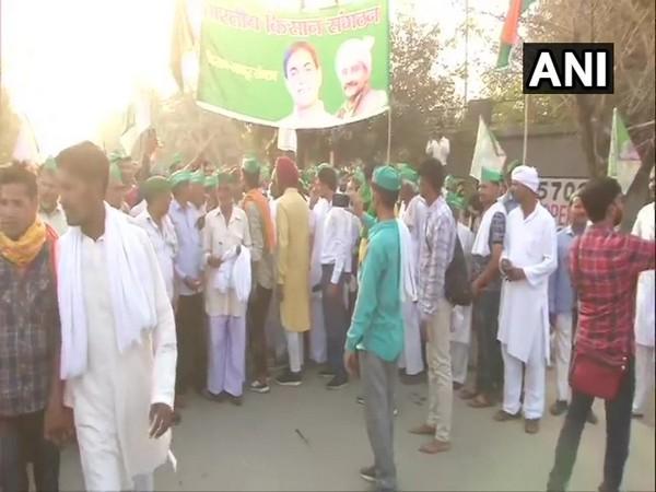 Uttar Pradesh farmers begin march towards Kisan Ghat in Delhi