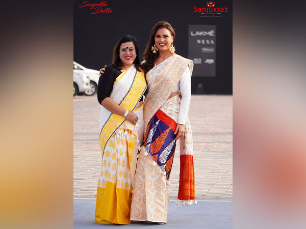 Fashionista and Bollywood Actress Lara Dutta looked elegant as ever in the exquisite new collection and dazzled the evening as she walked the ramp for Designer Sanjukta Dutta