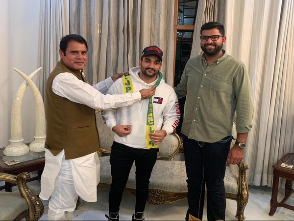Fazilpuria (centre) was inducted into the JPP in the presence of Digvijay Chautala, right, and Mohsin Choudhary in Chandigarh on Friday. Photo/ANI