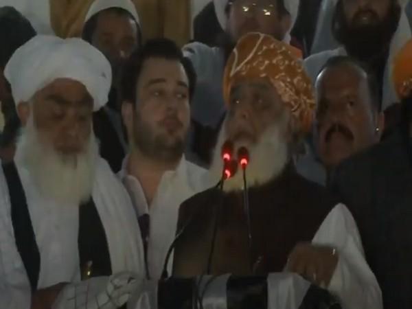 Jamiat Ulema-e Islam (F) chief Maulana Fazlur Rehman speaking during anti-government rally on Sunday at Quetta.