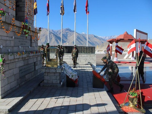 Fire & Fury Corps General Officer Commanding Lt Gen PGK Menon laying a wreath at the War Memorial in Leh on Tuesday. Photo/ANI