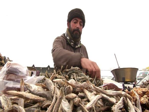 A Kashmiri selling hoggard in a local market. (Photo/ ANI)