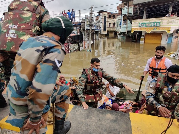 Indian Army flood relief teams carrying out rescue operations. Photo/ANI