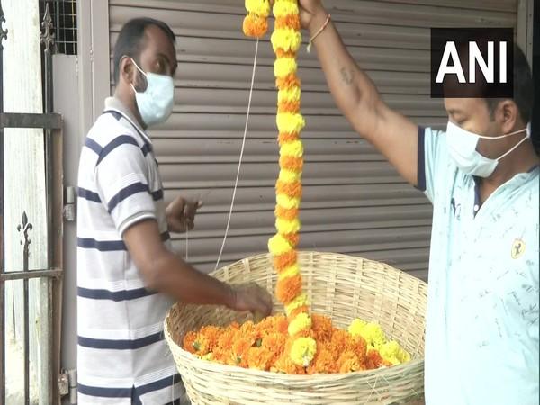 Visual of flower sellers in Karnataka's Shivamogga flower market. (Photo/ANI)