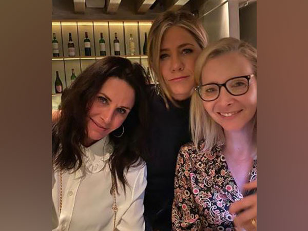 Sitcome 'Friends' actors Jennifer Aniston, Lisa Kudrow and Courteney Cox (Image Source: Instagram)