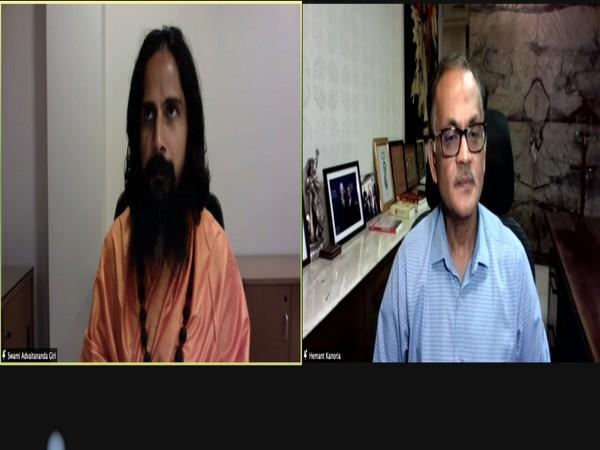 Spiritual leader Advaitananda Giri and Chairman of SREI foundation Hemant Kanoria.