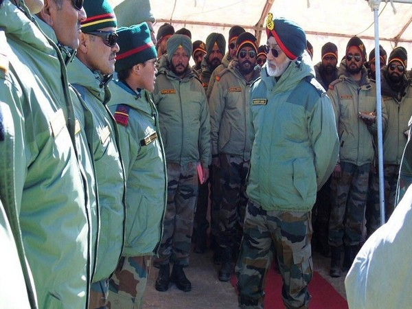 Harinder Singh, General Officer Commanding 'Fire & Fury Corps' visited forward locations in Eastern Ladakh today.