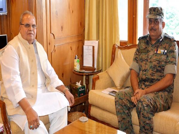 Jammu and Kashmir Governor Satya Pal Malik meets ADG, CRPF, Zulfiqar Hasan in Srinagar on Tuesday. Photo/ANI
