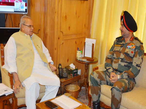 Northern Army Commander with Governor Satya Pal Malik at Raj Bhavan. Photo/ANI