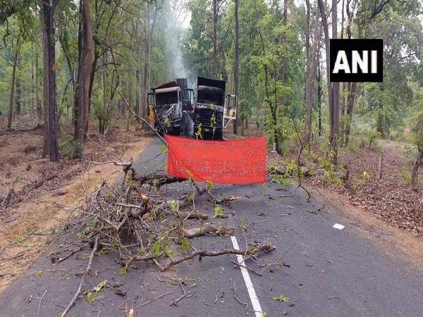 Naxals torch vehicles in Maharashtra's Gadchiroli district. [Photo/ANI]
