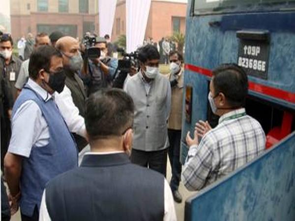 Union Ministers Rajnath Singh & Nitin Gadkari at the DRDO Bhawan on Monday. Photo/PIB