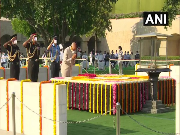 President Ram Nath Kovind paid tribute to Mahatma Gandhi at Raj Ghat on his birth anniversary. [Photo/ANI]