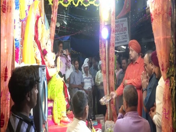 People offering prayers to idol of lord Ganesh in Karol Bagh on Saturday. Photo/ANI