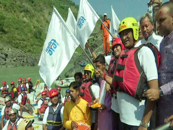 Union Minister Gajendra Singh Shekhawat flagging off the rafting expedition in Devprayag on Thursday. Photo/ANI