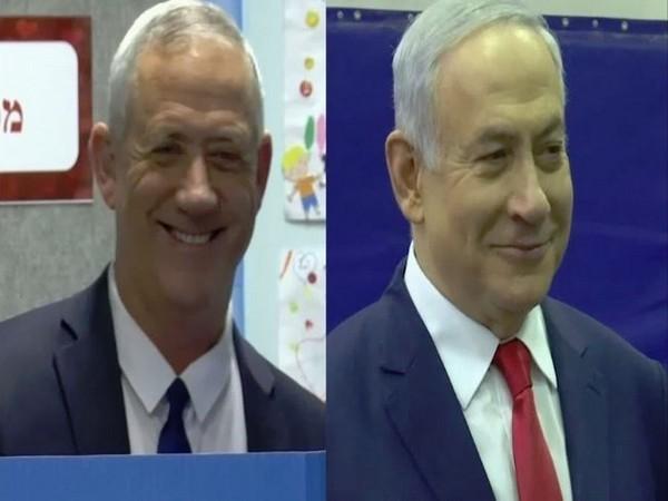 Israeli leaders Benny Gantz (L) and Benjamin Netanyahu (R)