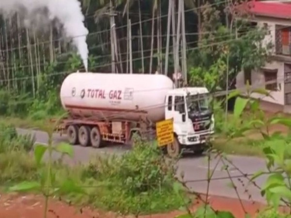 A gas leakage was caused by a tanker after its cap lid opened in the Mangaluru-Bengaluru Highway on Monday.